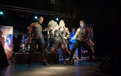 """Madame Medusa als Tina Turner: visueel en muzikaal spektakel in """"Proud Mary"""""""